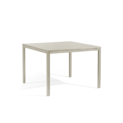 Quarto square dining table | Mesas de comedor de jardín | Manutti