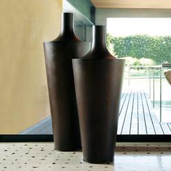 Eliot | Flowerpots / Planters | De Castelli