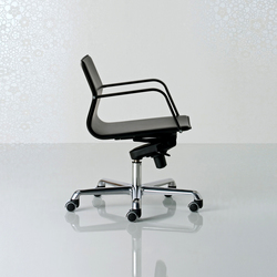 Lybra Swivel armchair low back | Sillas de oficina | Enrico Pellizzoni