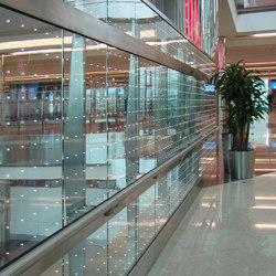 powerglass® balustrade: Dubai International Airport | Balustrades / Handrails | Peter Platz Spezialglas