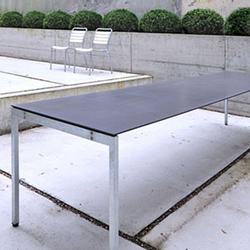 The Thesis garden table | Mesas de comedor de jardín | Atelier Alinea