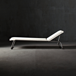 Time Out reclining chaise longue | Chaise longues | Serralunga