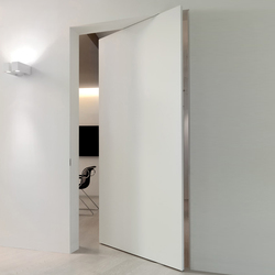 L'Invisibile vertical pivot door | Internal doors | Linvisibile