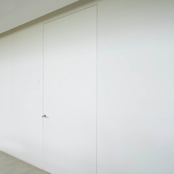 L'Invisibile vertical pivot door Filo 10 | Internal doors | Linvisibile