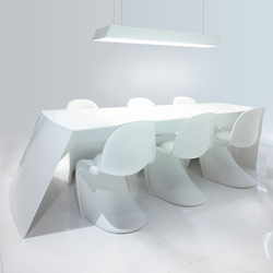 STARON® Table | Dining tables | Staron