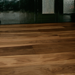 Walnut brushed solid | Wood flooring | Bolefloor