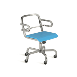 Nine-0™ Swivel armchair | Chaises de bureau | emeco