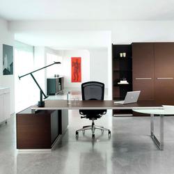Aplomb desk | Individual desks | Faram
