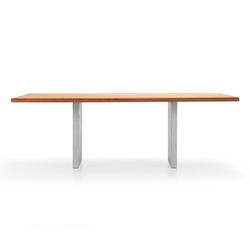 NUR Table | Dining tables | Girsberger