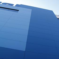 Facade | Colorfeel Cobalto | Ejemplos de fachadas | Neolith
