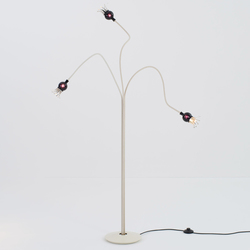 Poppy Floor with 3 arm | Free-standing lights | serien.lighting