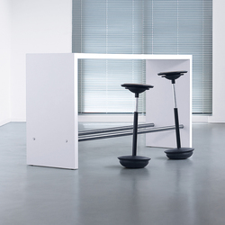 Made to measure | Standing meeting tables | planmöbel