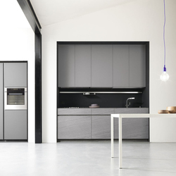 M onoliti by meson 39 s cucine product for Tall fitted kitchen unit