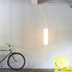 Between -Tension Lamp | Luminaires sur pied | pliet