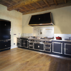 TAILOR MADE KITCHENS | JET BLACK & SATIN NICKEL KITCHEN | Fitted kitchens | Officine Gullo