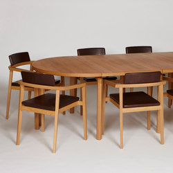 Mix with solid wooden legs | Dining tables | Magnus Olesen