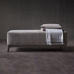 eva stool poufs from giorgetti architonic. Black Bedroom Furniture Sets. Home Design Ideas