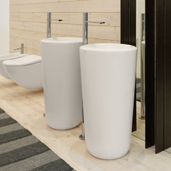 Fluid freestanding washbasin room centre | Wash basins | Ceramica Cielo