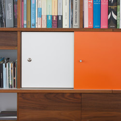 QR Shelf | QR Hinged door with key lock | Office shelving systems | OLIVER CONRAD