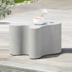 Beton Blob side table | Tables basses de jardin | jankurtz