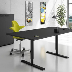 Q10 Desk | Individual desks | Holmris Office