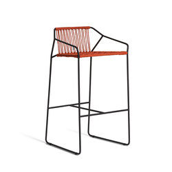 Sandur Bar Stool With Arm | Taburetes de bar de jardín | Oasiq