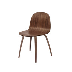 Gubi 2D Chair – Wood Base | Chaises de restaurant | GUBI