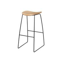 Gubi 2D Stool - Sledge Base | Taburetes de bar | GUBI