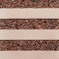 GCGeo Stripes Horizontal red cement - red aggregate | Calcestruzzo/cemento a vista | Graphic Concrete
