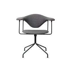 Masculo Swivel Chair | Sillas de conferencia | GUBI