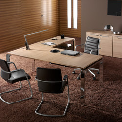 Escritorios individuales-Sillas direccionales-Mesas de oficina-Concepto Free cromo teka natural-Ofifran