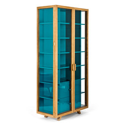 Vitrina tall cabinet | Vitrinen | Case Furniture