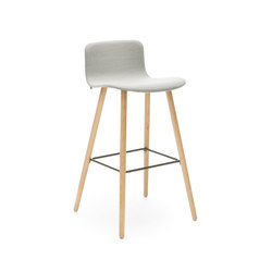 Sola barstool wooden base low backrest | Taburetes de bar | Martela