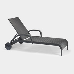 Saint Tropez deck chair | Sun loungers | Lambert