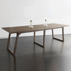 Familj Table | Dining tables | Bellboy
