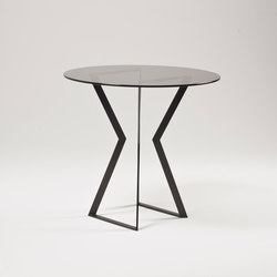 Noir Dining Table | Tables de cafétéria | Farrah Sit