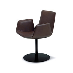 Amelie | Armchair with central leg | Sillas | Freifrau Sitzmöbelmanufaktur