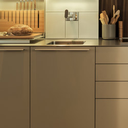 bulthaup b3 Softtouch-Lack Caramel | Fitted kitchens | bulthaup