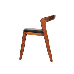 Play Chair – Solid American Walnut with black calf leather cushion | Sillas para restaurantes | Wildspirit