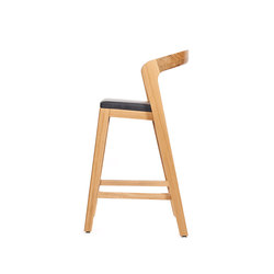 Play Barstool Low – Oak Natural Stained with black calf leather cushion | Restaurant chairs | Wildspirit