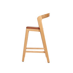 Play Barstool Low – Oak Natural Stained with camel calf leather cushion | Restaurant chairs | Wildspirit