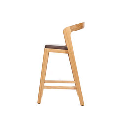 Play Barstool Low – Oak Natural Stained with dark brown calf leather cushion | Restaurant chairs | Wildspirit