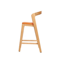 Play Barstool Low – Oak Natural Stained with orange calf leather cushion | Restaurant chairs | Wildspirit