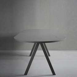 Saw Table wood rounded | Tables de restaurant | Friends & Founders
