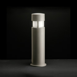 Silvia on post /  H. 700 mm - Sandblasted Glass - 360° Emission | Spots | Ares
