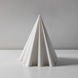 Pyramid Table Lamp | Iluminación general | Robert Debbane