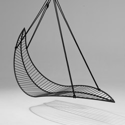 Leaf hanging swing chair | Garden chairs | Studio Stirling