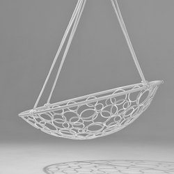 Basket Circle hanging swing chair | Sedie da giardino | Studio Stirling