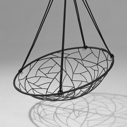 Basket Twig hanging swing chair | Sedie da giardino | Studio Stirling