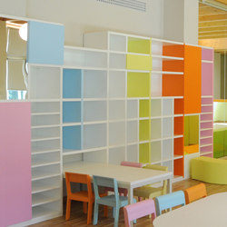 "Classrooms ""in linea"" bookshelf 